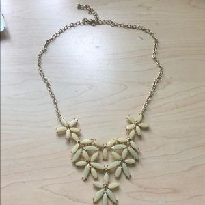 Jewelry - Mint floral statement necklace
